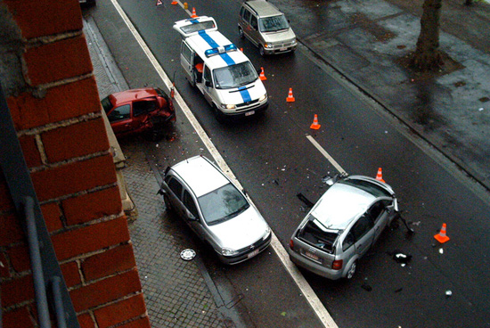 wypadek auta kierownica po prawej stronie